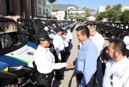 Gobernador de Tamaulipas entrega 50 patrullas para vigilancia turística