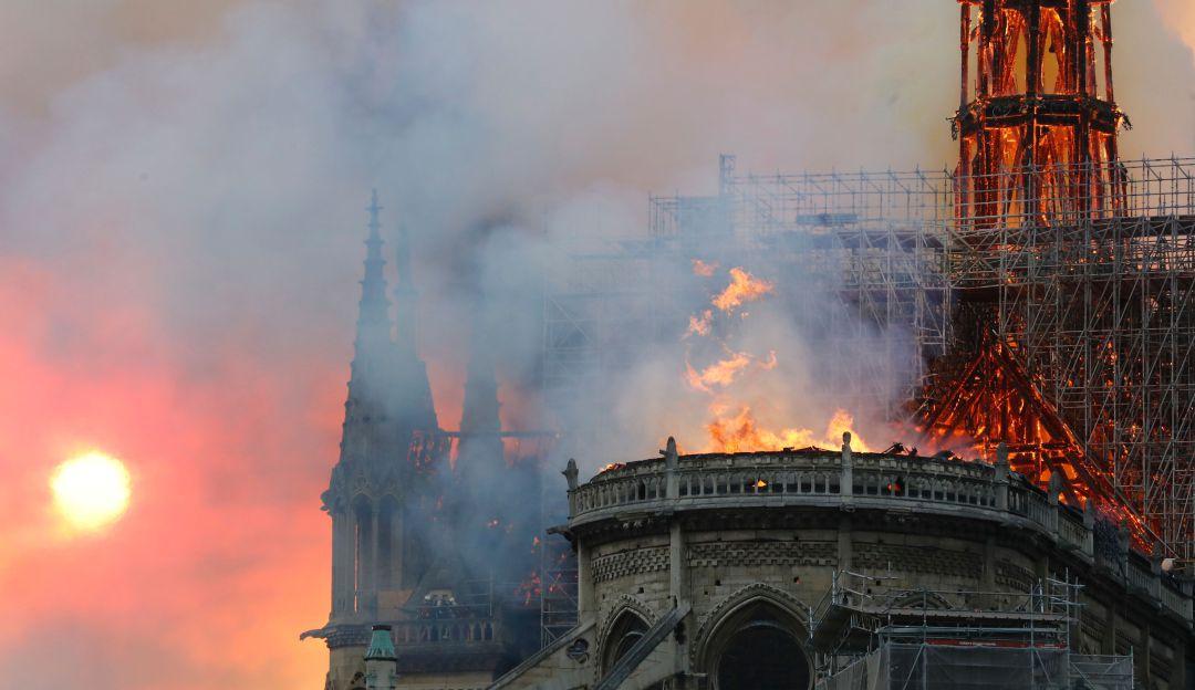 Macron: Todos vamos a reconstruir la Catedral de Notre Dame