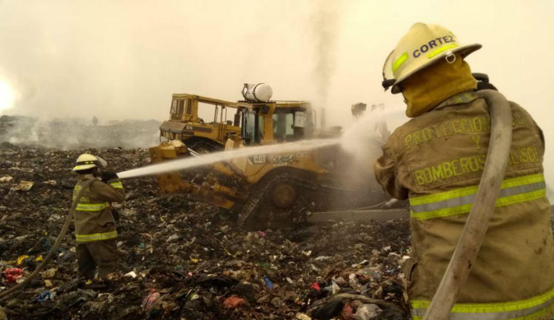 Aún no controlan incendio en basurero Los Laureles