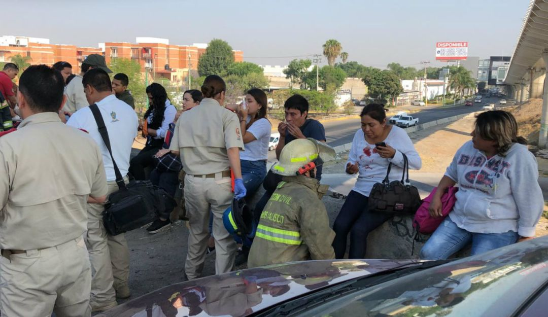 Choque entre dos camiones deja 14 lesionados en Tlaquepaque
