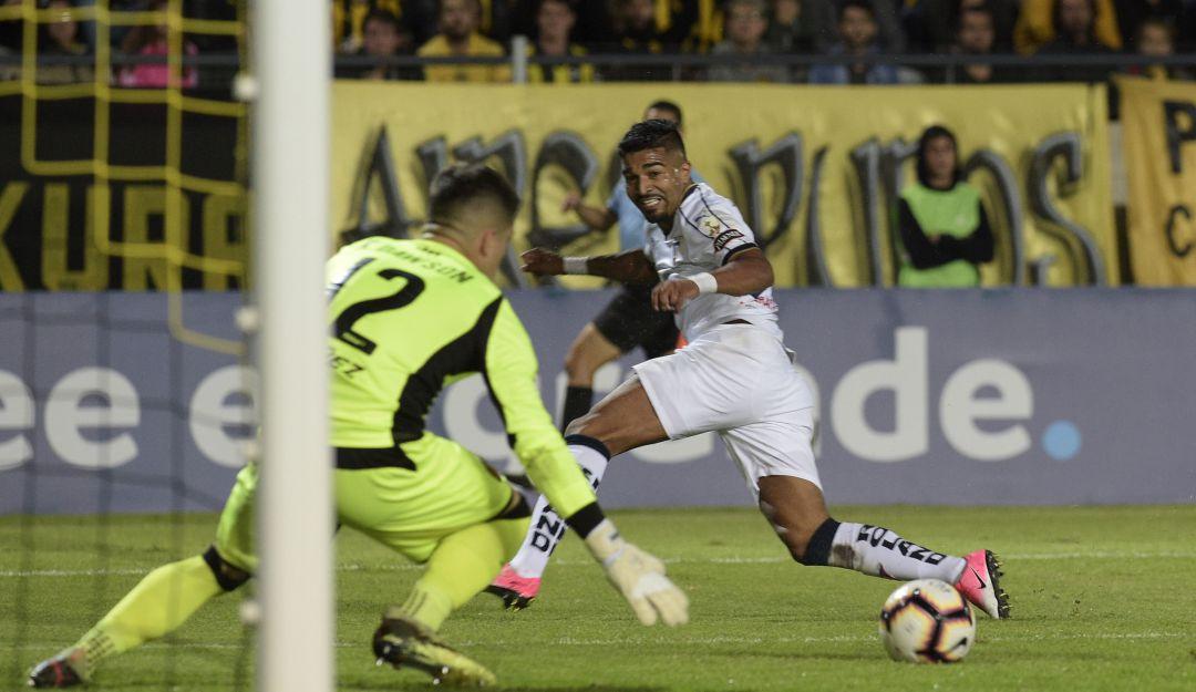 El portero del Peñarol hizo un gran acto con un niño con síndrome de down