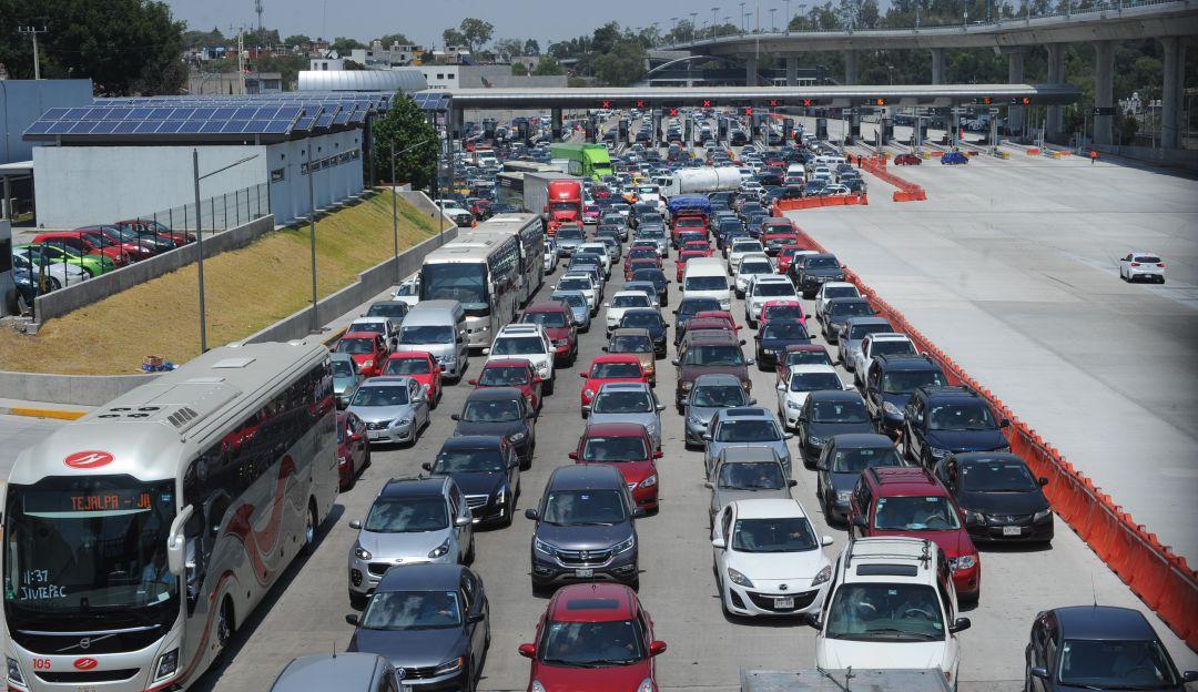 Toman autopista México-Cuernavaca con cobro de cuotas voluntarias