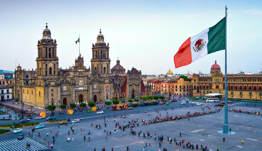 Cierran calles del Zócalo por vacaciones de Semana Santa