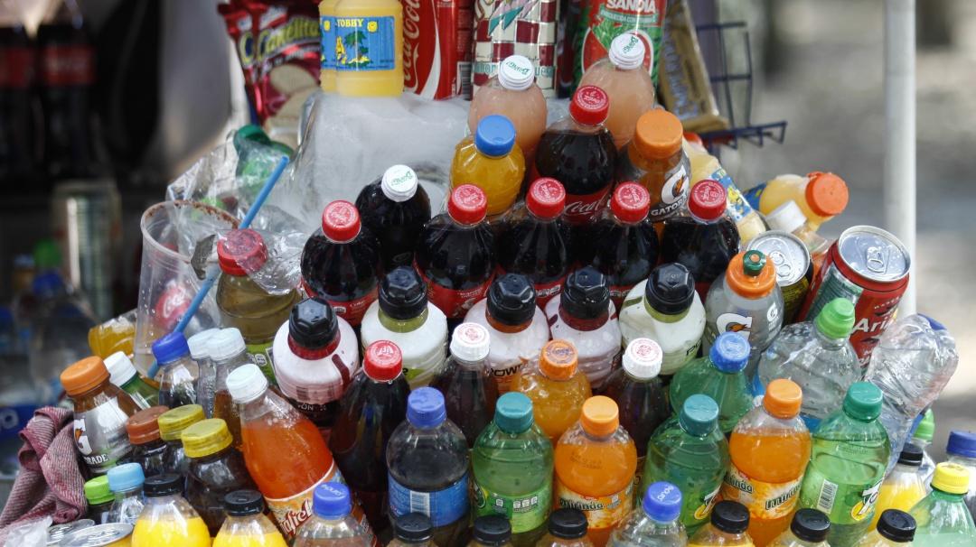 Diputado federal propone prohibir venta de refrescos a menores de edad