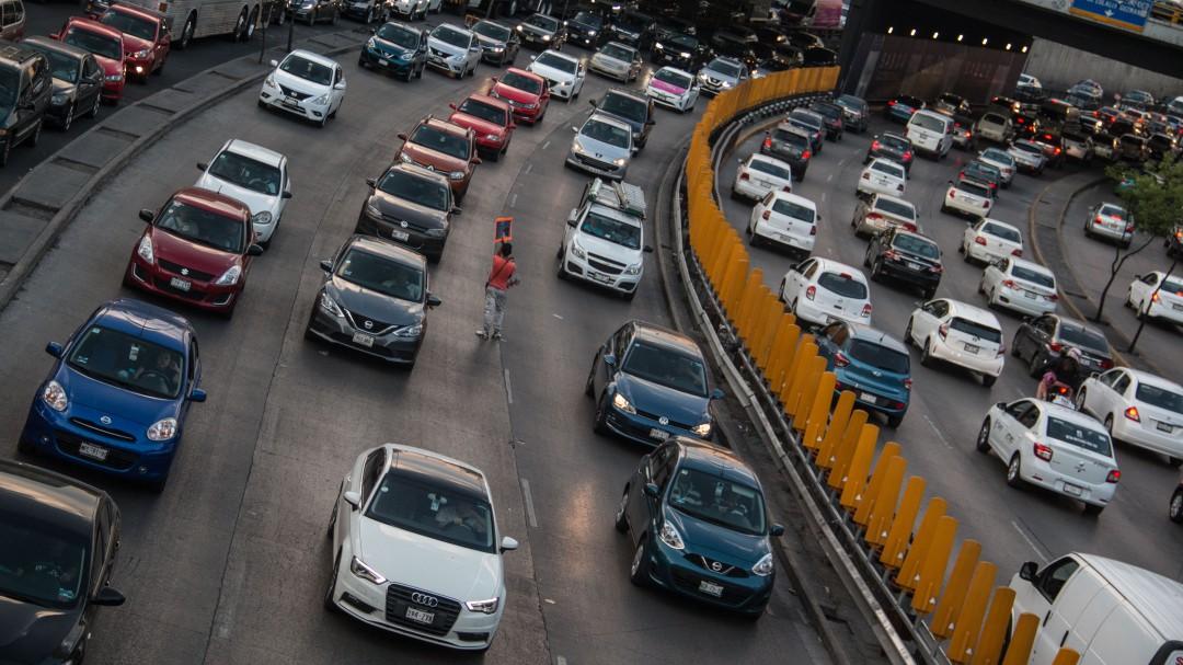 Habrá infracción para motos, taxis, transporte público o de carga: SEMOVI