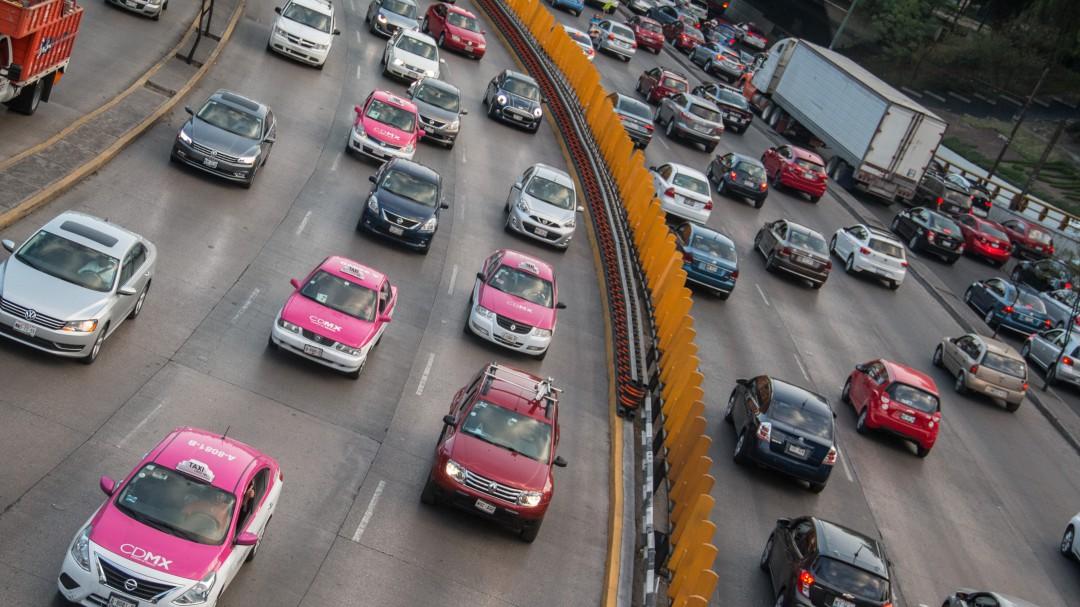 Igualan a taxis y servicio por aplicación en la CDMX