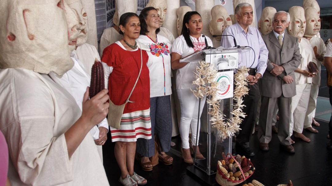 Maíz transgénico se cultiva a pesar de ser ilegal: Jesusa Rodríguez