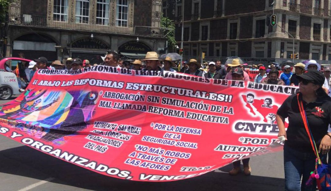 Sindicatos protestan por el Día del Trabajo en el Zócalo