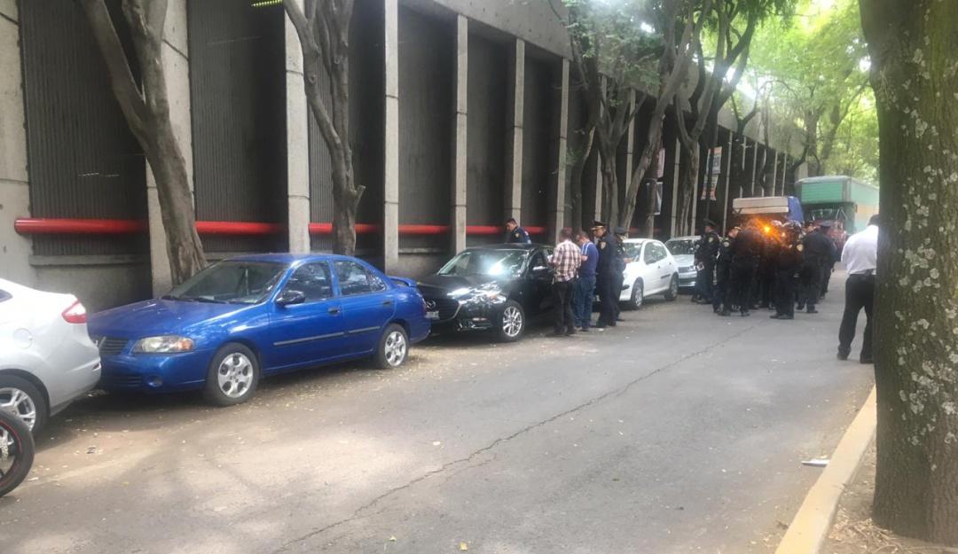 Intentan robar auto del periodista Héctor de Mauleón; escolta abate a 1