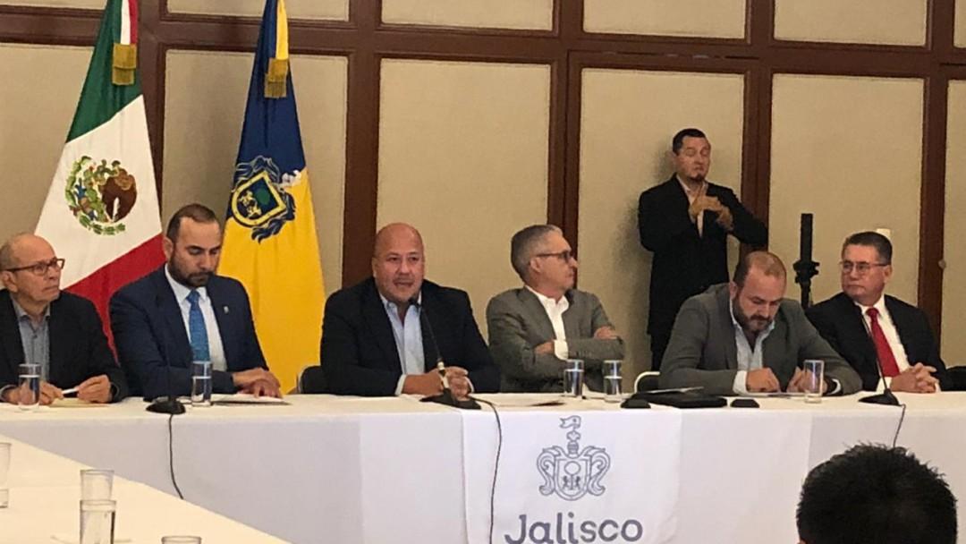 Presenta gobernador iniciativa para elegir a jueces y magistrados