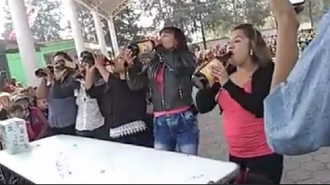 Mamás celebran su día con caguama