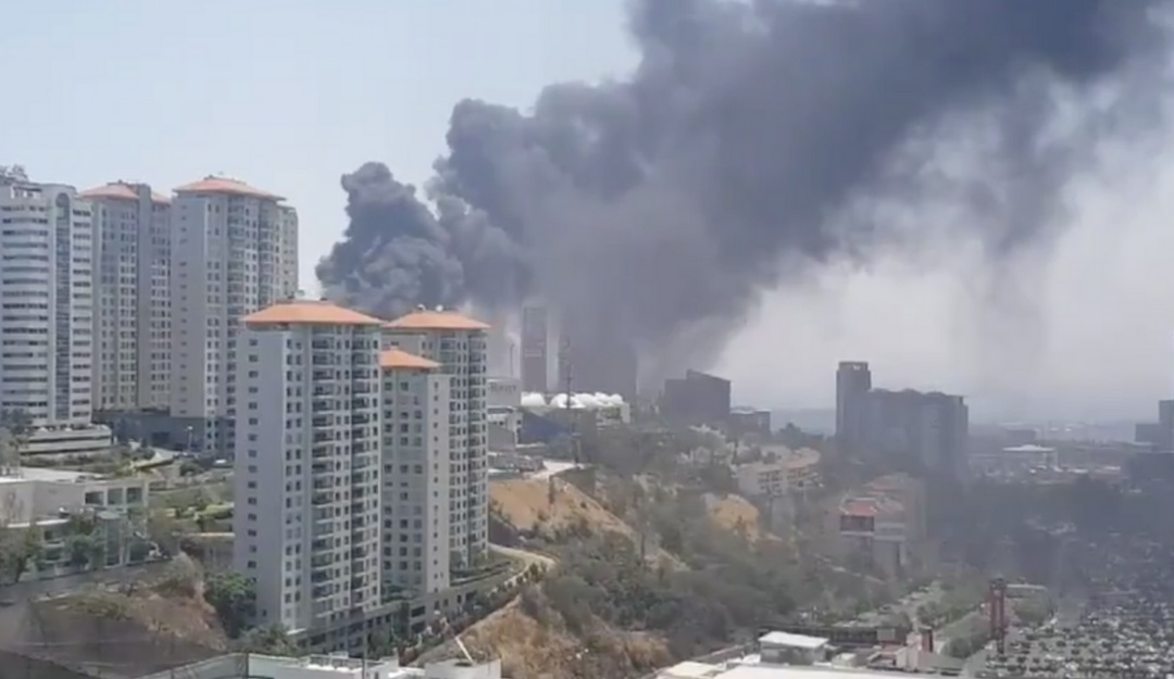 [VIDEOS] Se desata fuerte incendio en Santa Fe