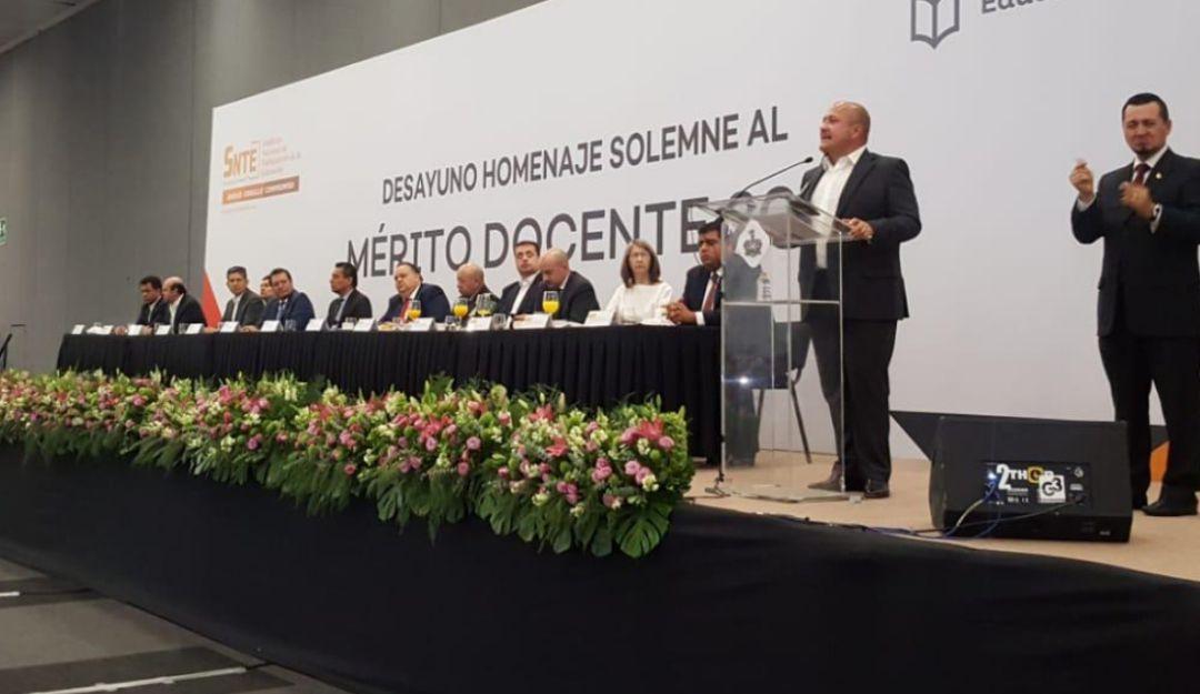 Acusa Alfaro a la pasada administración de dejar desorden en la SEJ