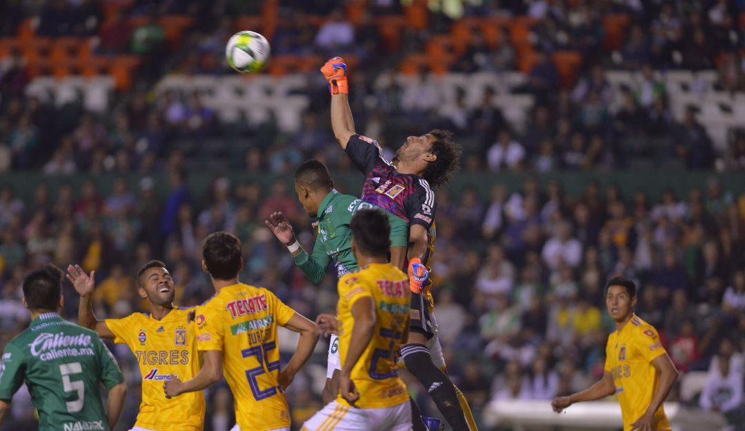 León vs Tigres por W Radio.