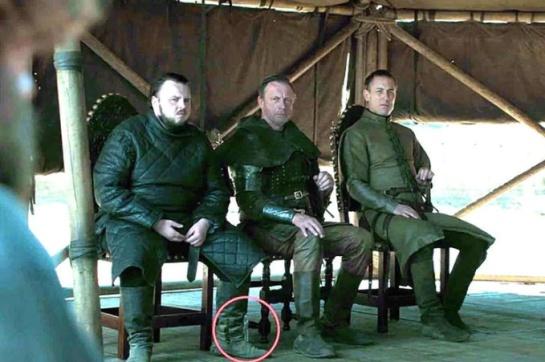 Grabaron Game of Thrones con otro objeto fuera de tiempo