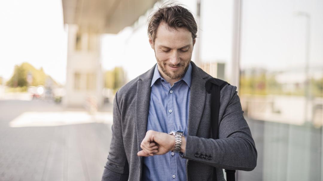 Las personas que siempre llegan tarde son más felices y exitosas