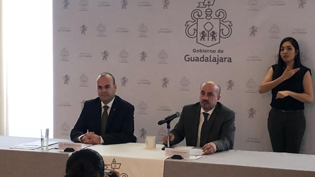 Detectan a dos funcionarios de Guadalajara pidiendo 'moches' a contratistas