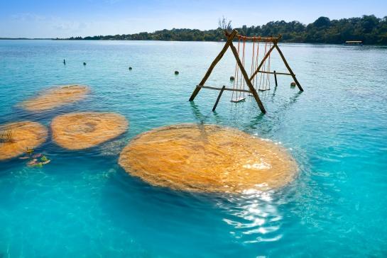 Por contaminación la laguna de Bacalar está perdiendo sus siete colores