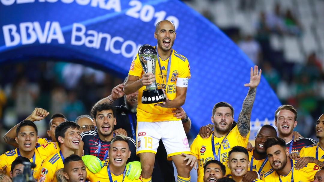 """Gignac """"toqueteó"""" a Guido Pizarro en la celebración de campeón"""