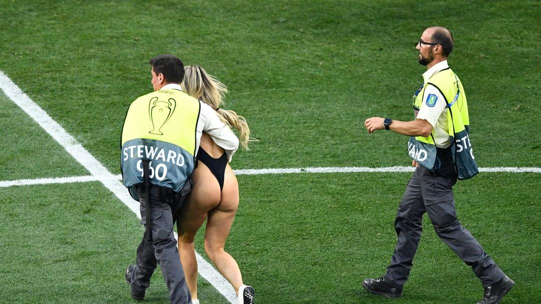 Una espontánea semidesnuda interrumpió la final de la Champions