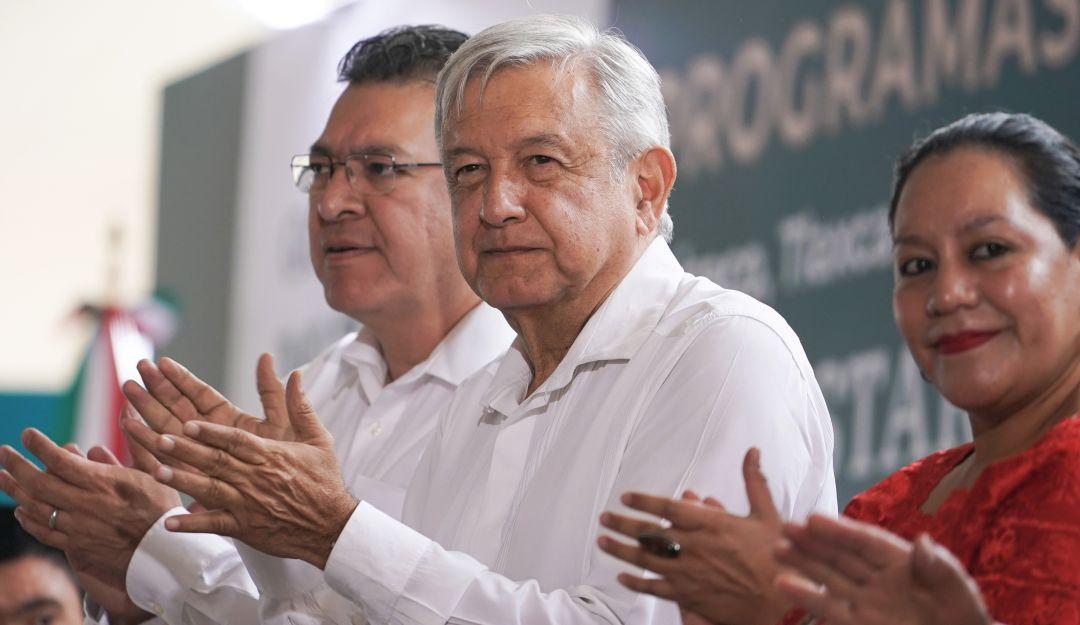 Defenderemos a los migrantes, no sólo mexicanos: AMLO