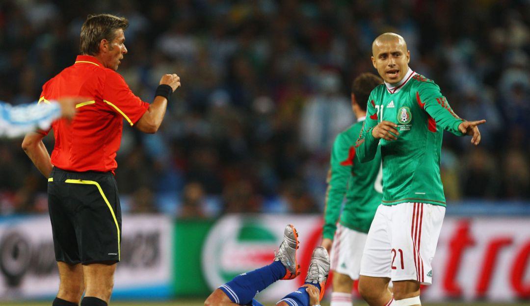 Adolfo Bautista en un juego con México.