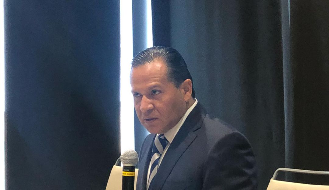 Después de 30 años Almaguer renuncia al PRI