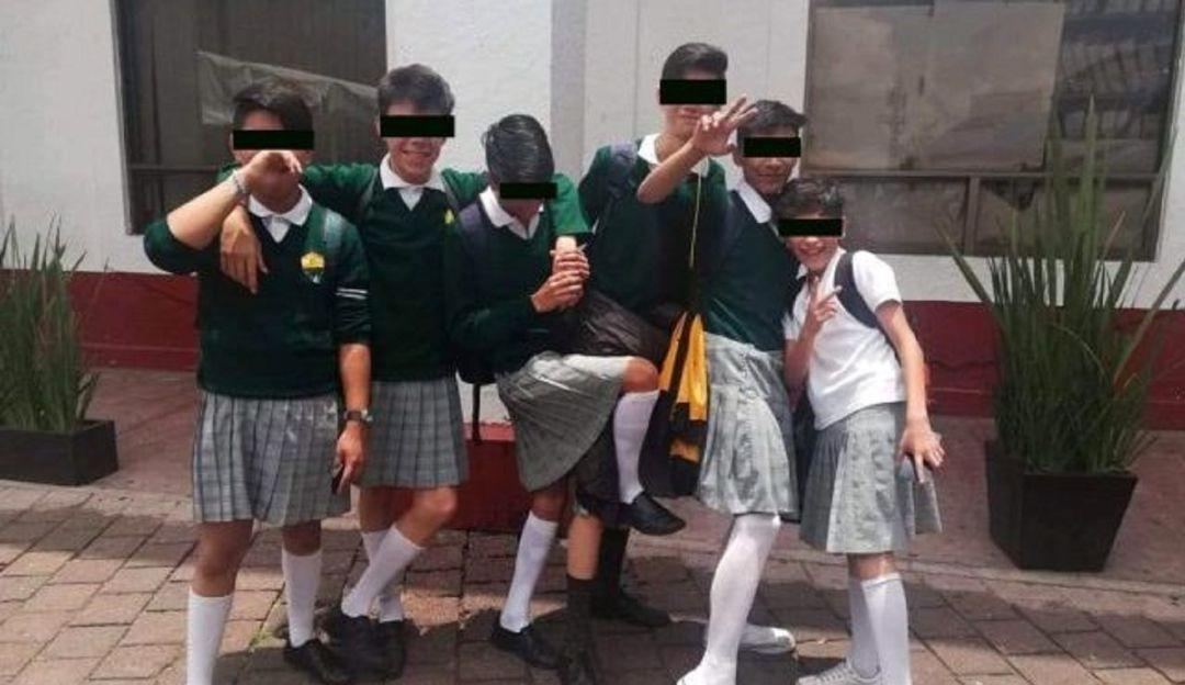 Te van a criticar por todo; jóvenes de secundaria llegan con falda