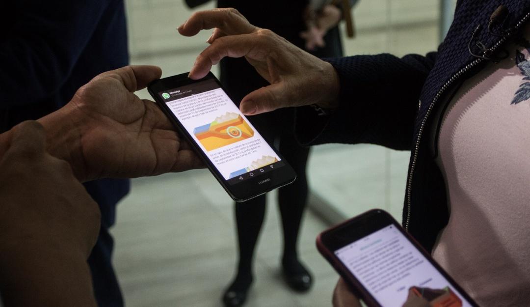 Los mexicanos pasamos entre dos y cuatro horas diarias en Whatts App: UNAM