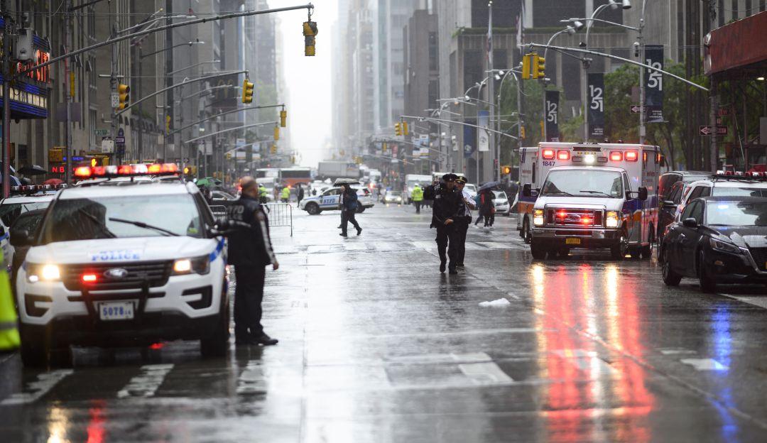 Helicóptero se estrella contra rascacielos en Manhattan