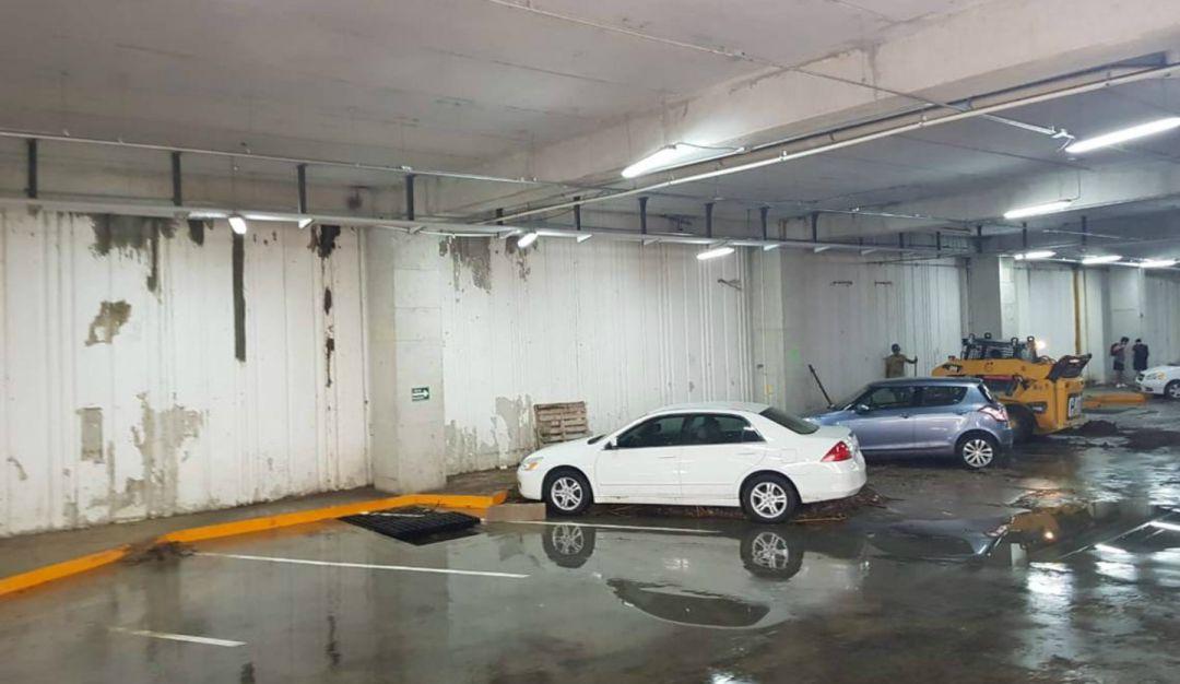 Pablo Lemus propone el estacionamiento de Plaza Patria como vaso regulador