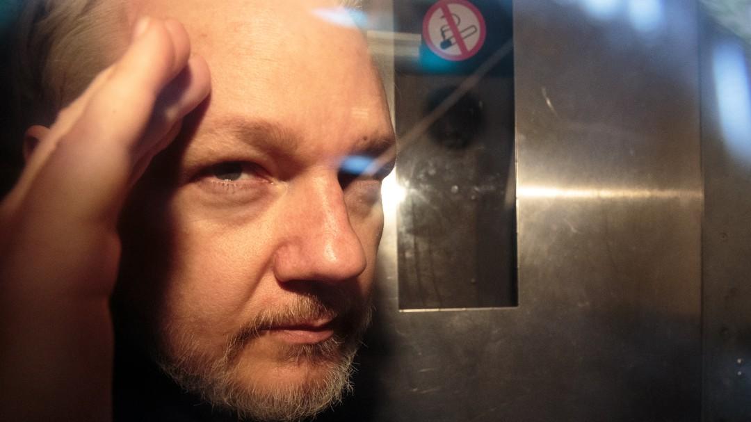Firman orden de extración para Julian Assange