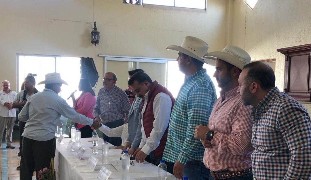 Entregan títulos de propiedad a ejidatarios de Tala y 5 municipios más