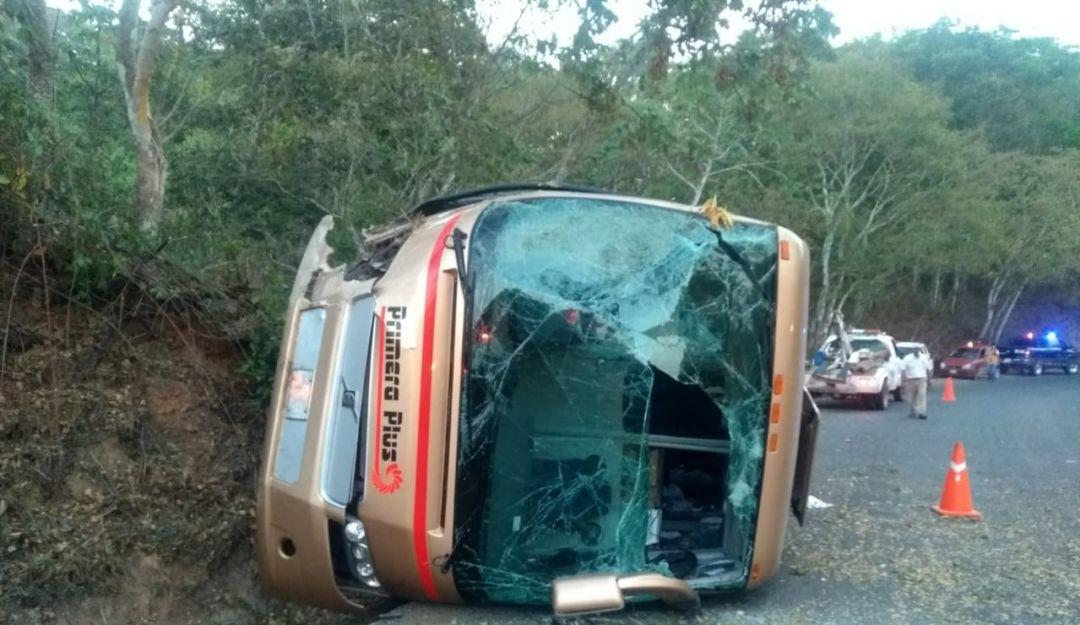 Volcadura de autobús dejó 14 lesionados en de Cabo Corrientes