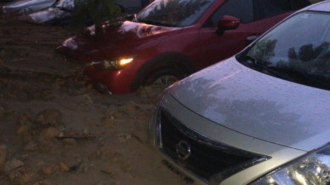 Lluvia provoca derrumbe de un cerro en Zapopan