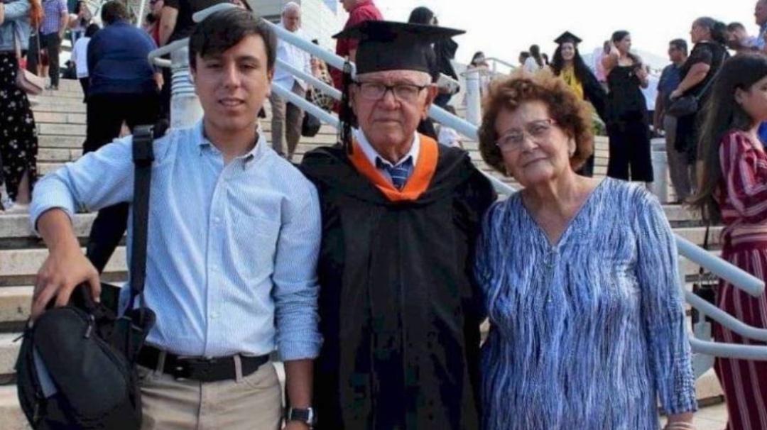 Nunca es tarde; se gradúa a sus 78 años de edad como Ingeniero Industrial