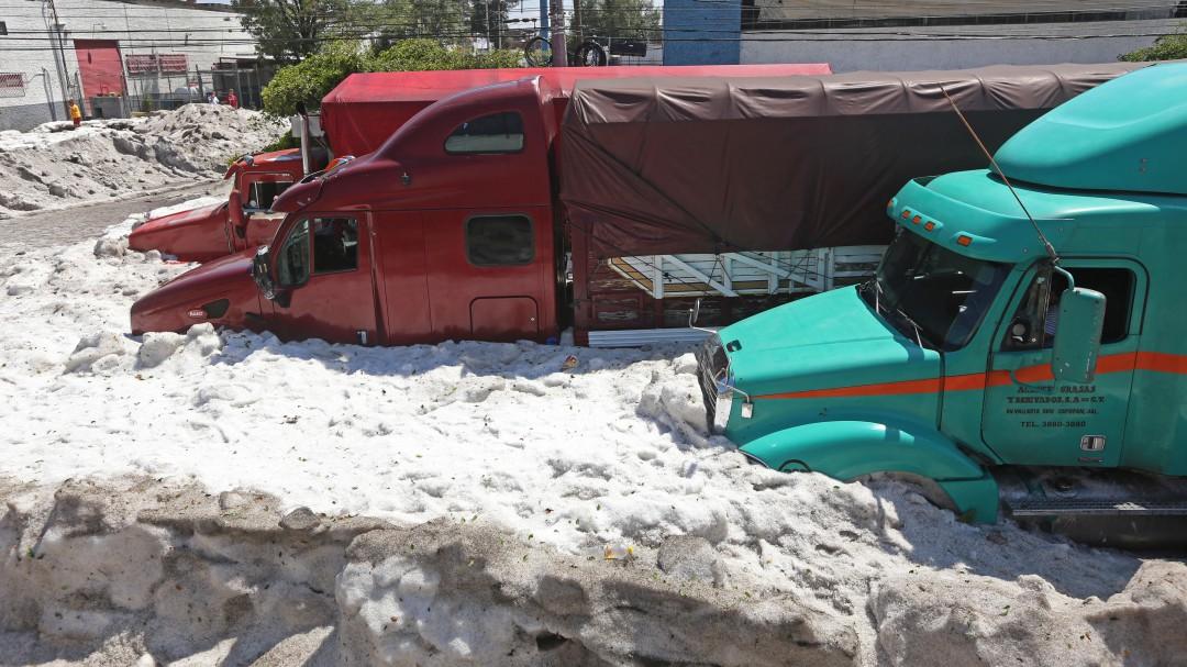 Granizada alcanza metro y medio de altura en Guadalajara