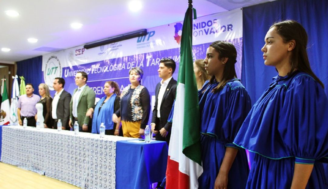 Con ritual Yúmare se gradúan jóvenes tarahumaras de la Universidad