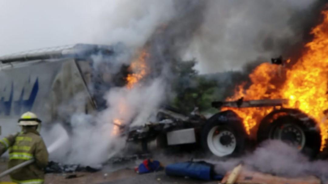 Choque de camiones pesados deja un muerto en San Juan de los Lagos