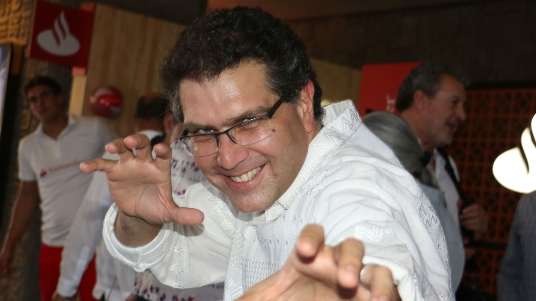 Armando Ríos Pitter platica sobre legalización de la Marihuana en México