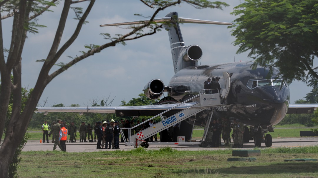 México envía tercer avión con migrantes haitianos repatriados