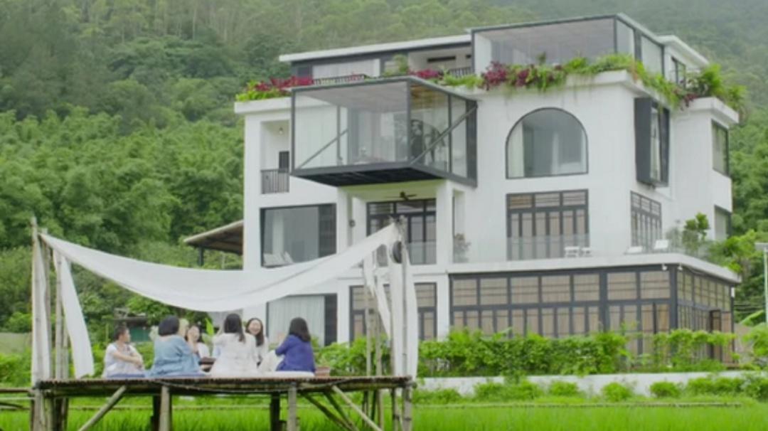 Así es la casa que hicieron siete amigas para pasar el resto de su vida