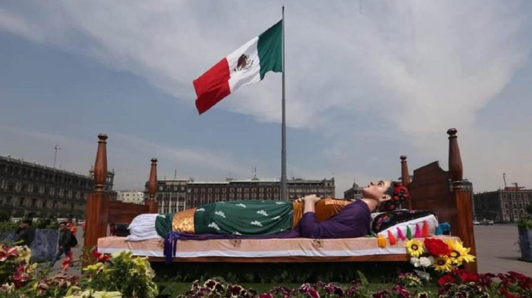 Los Colores de Frida; ¡Vamos al Zócalo!