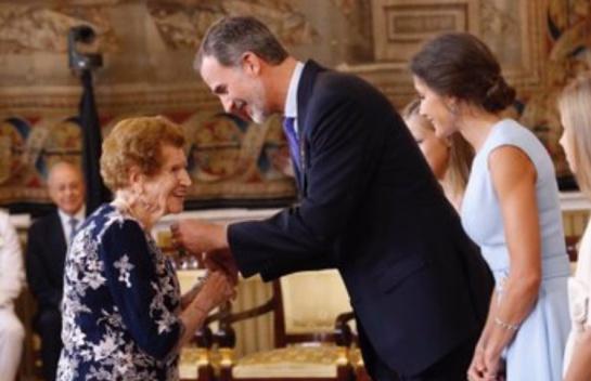A sus 107 años visita enfermos y recoge ropa usada para los más necesitados