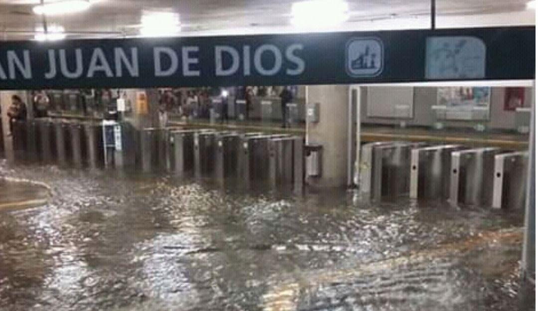 Lluvia deja inundaciones, un muerto y hasta un ¡recién nacido!