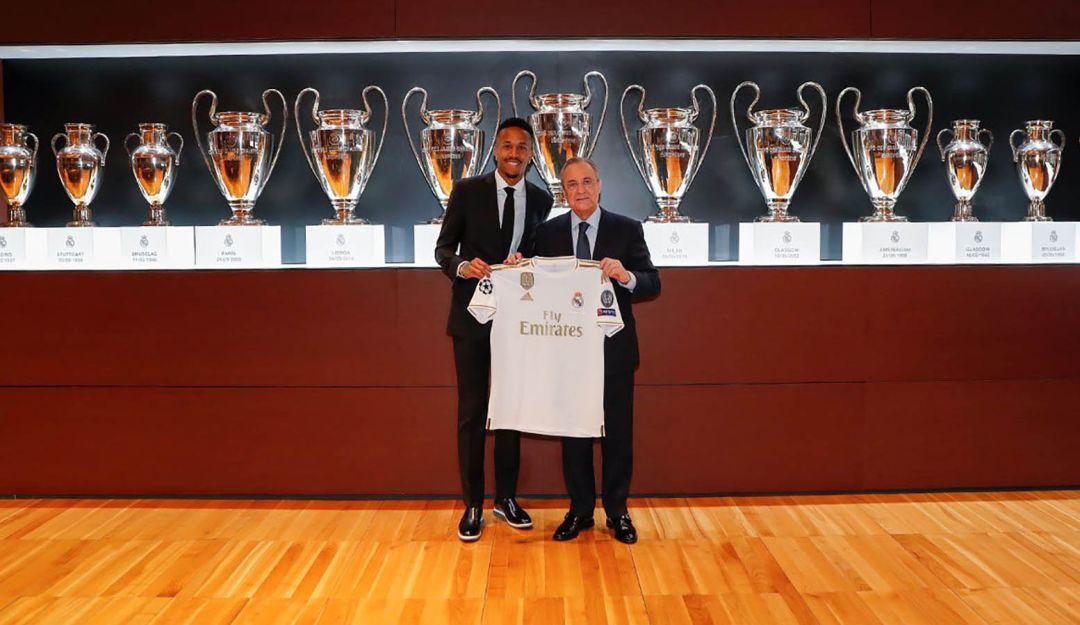 Nuevo jugador del Real Madrid se marea en plena presentación