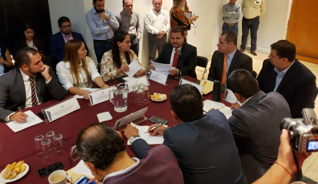 Diputados inconformes con la comparecencia del titular del IJCF