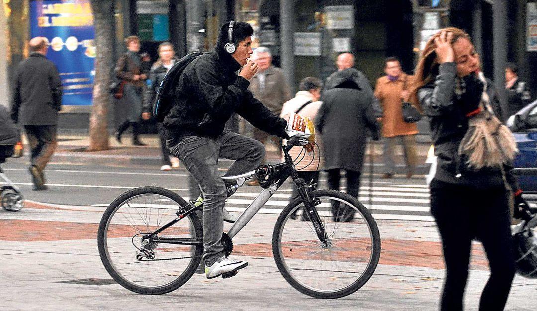 Ciudadanos aprueban que ciclistas no usen audífonos