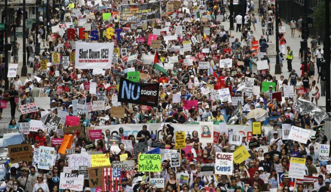 Protestan en Chicago contra redadas masivas de Trump