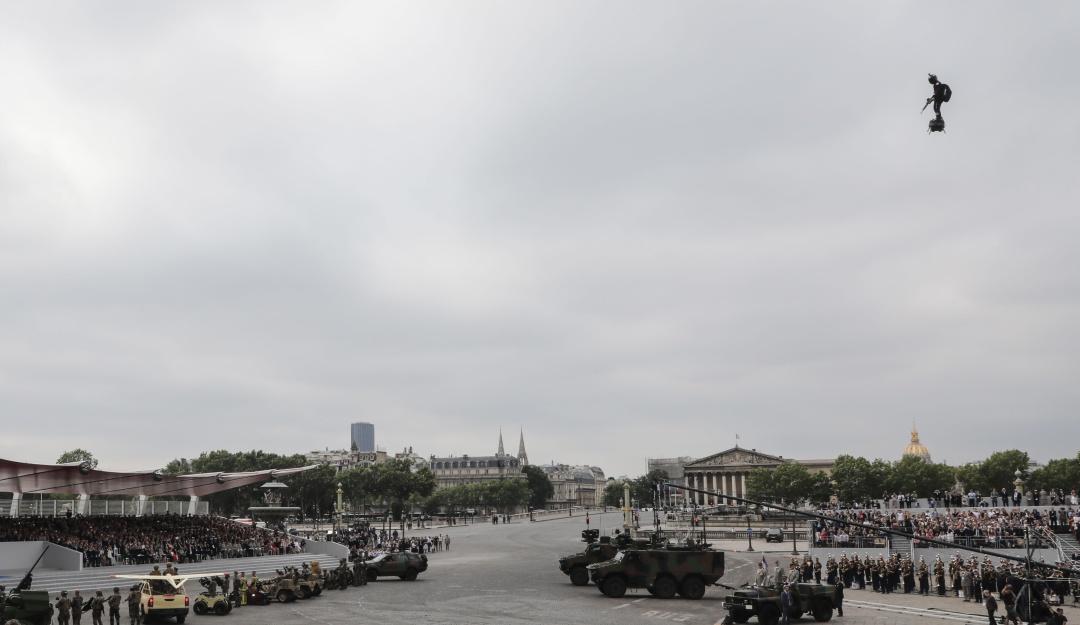 """Sorprende""""soldado volador"""" del ejército de Francia"""